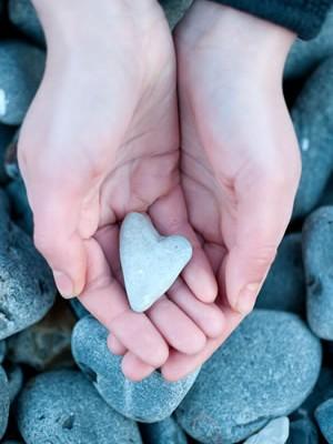 Hands tone heart